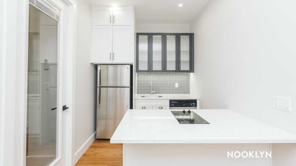 A $2,335.00, 2 bed / 1 bathroom apartment in Williamsburg