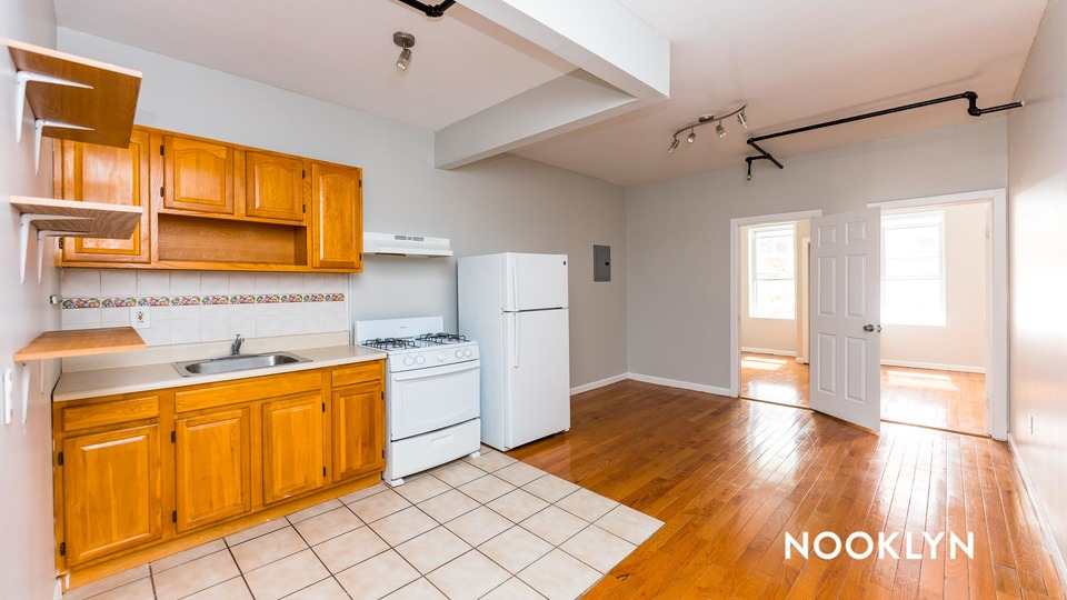A $2,900.00, 3 bed / 1 bathroom apartment in Boerum Hill