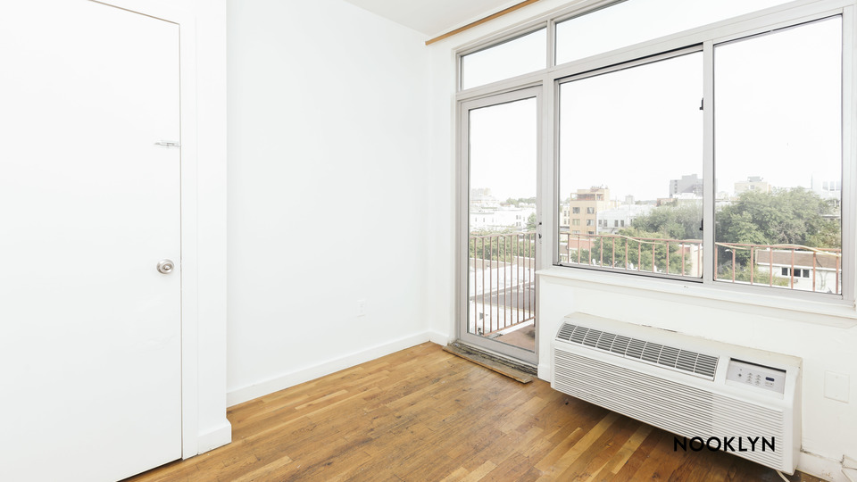 A $2,299.00, 3 bed / 1 bathroom apartment in Bushwick