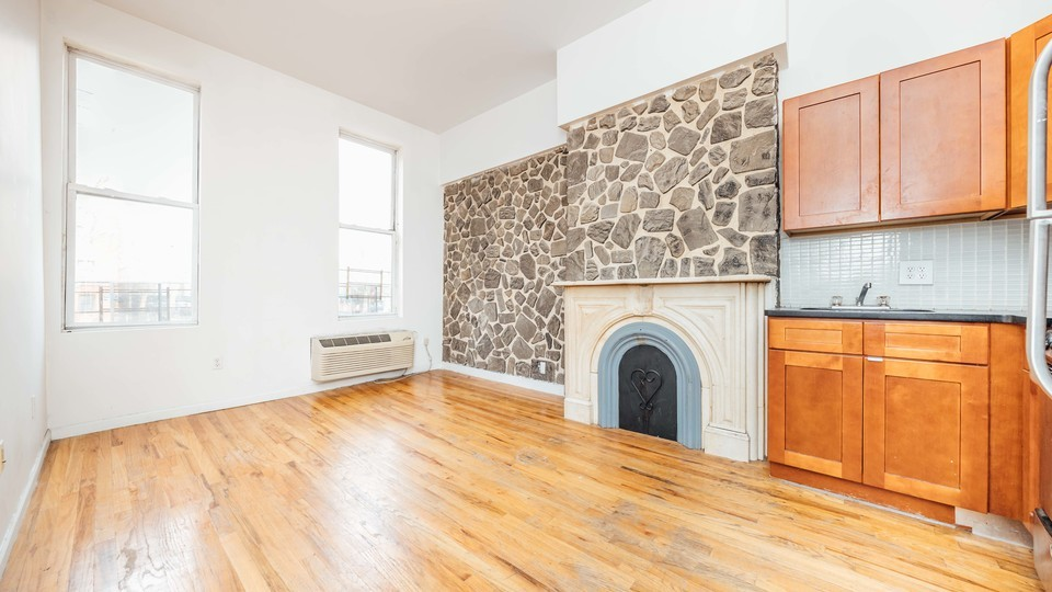 A $2,000.00, 3 bed / 1 bathroom apartment in Bed-Stuy