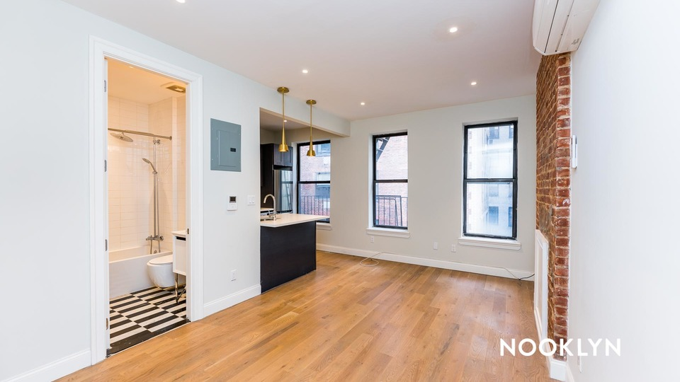 A $2,208.00, 0 bed / 1 bathroom apartment in Upper East Side