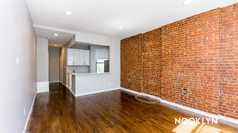 A $2,188.00, 0 bed / 1 bathroom apartment in Upper East Side