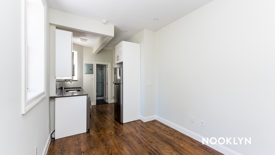 A $3,083.00, 2 bed / 1 bathroom apartment in Upper East Side