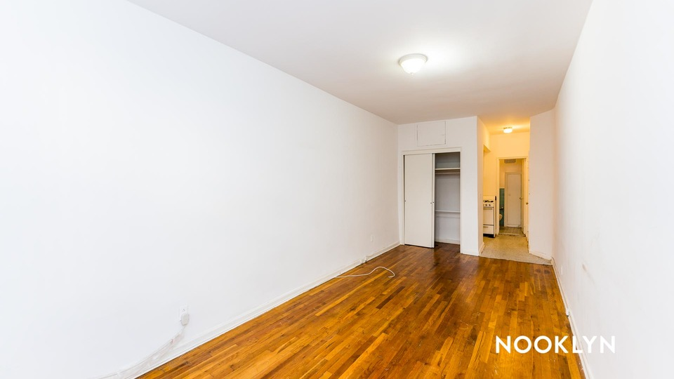 A $1,593.00, 0 bed / 1 bathroom apartment in Upper East Side