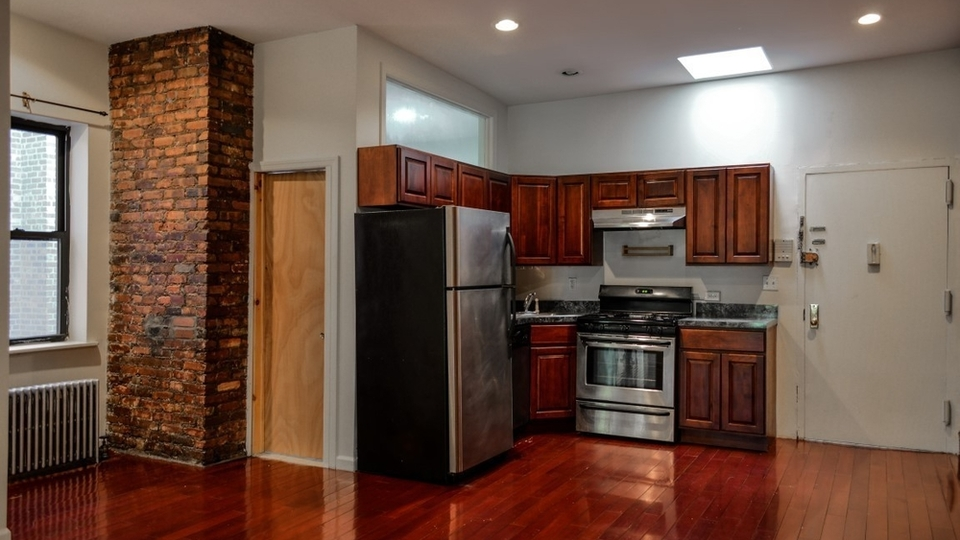 A $2,950.00, 3 bed / 1 bathroom apartment in Fort Greene