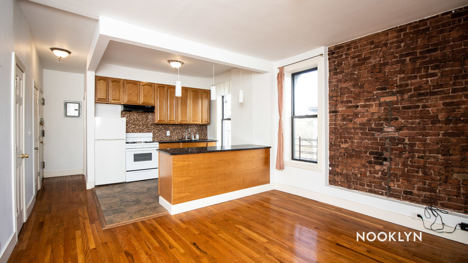 A $2,705.00, 3 bed / 1 bathroom apartment in Crown Heights