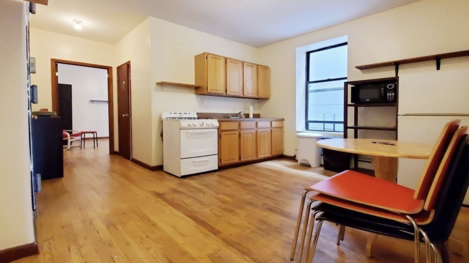 A $2,150.00, 2.5 bed / 1 bathroom apartment in Bed-Stuy