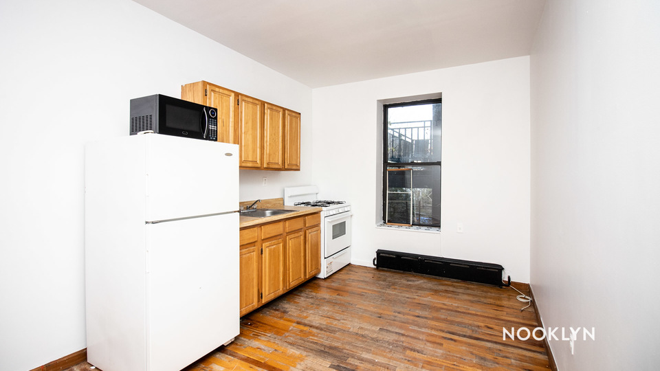 A $1,800.00, 2 bed / 1 bathroom apartment in Bed-Stuy