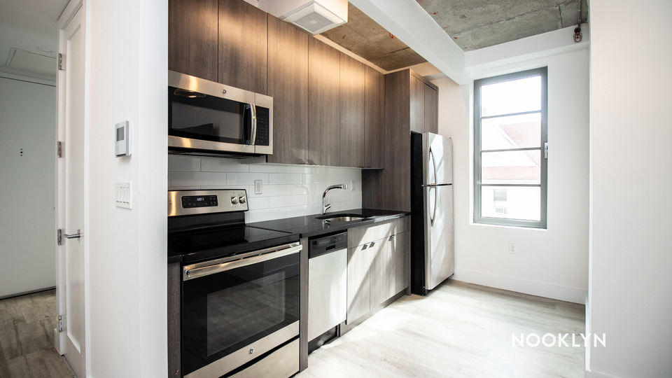A $2,250.00, 3 bed / 1 bathroom apartment in PLG: Prospect Lefferts Gardens