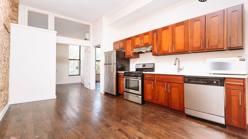 A $3,000.00, 4 bed / 1 bathroom apartment in Bed-Stuy