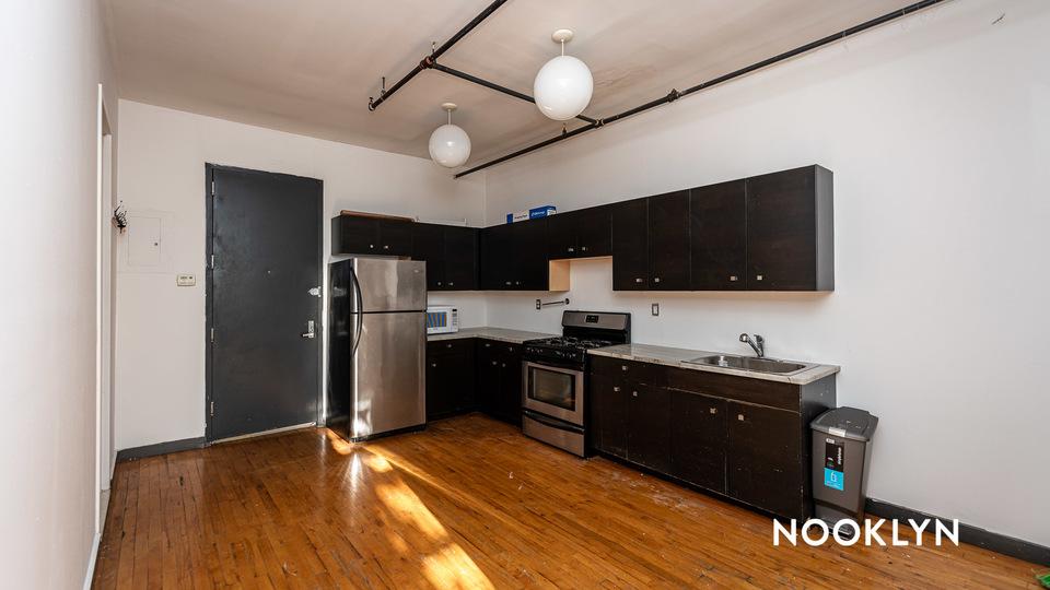 A $1,830.00, 2 bed / 1 bathroom apartment in Ridgewood