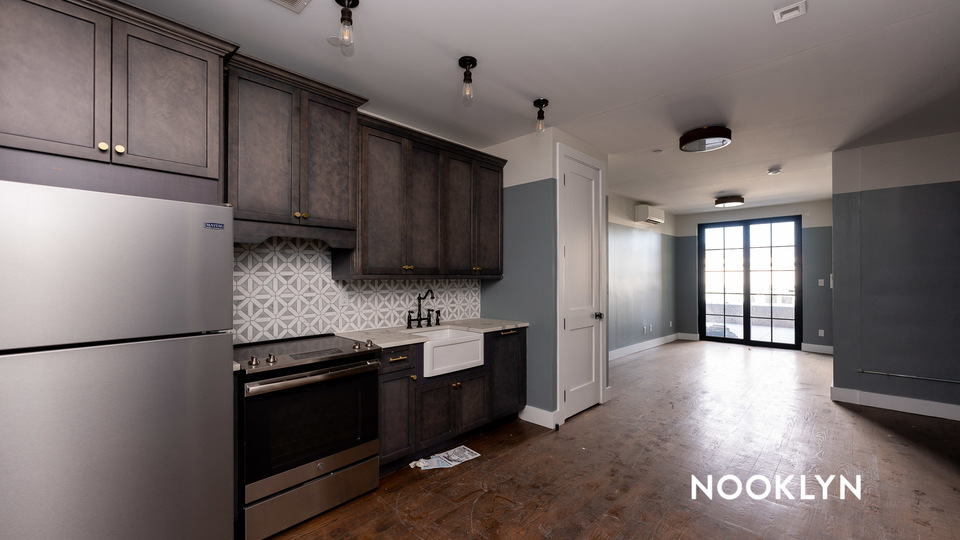 A $3,330.00, 0 bed / 1 bathroom apartment in Williamsburg