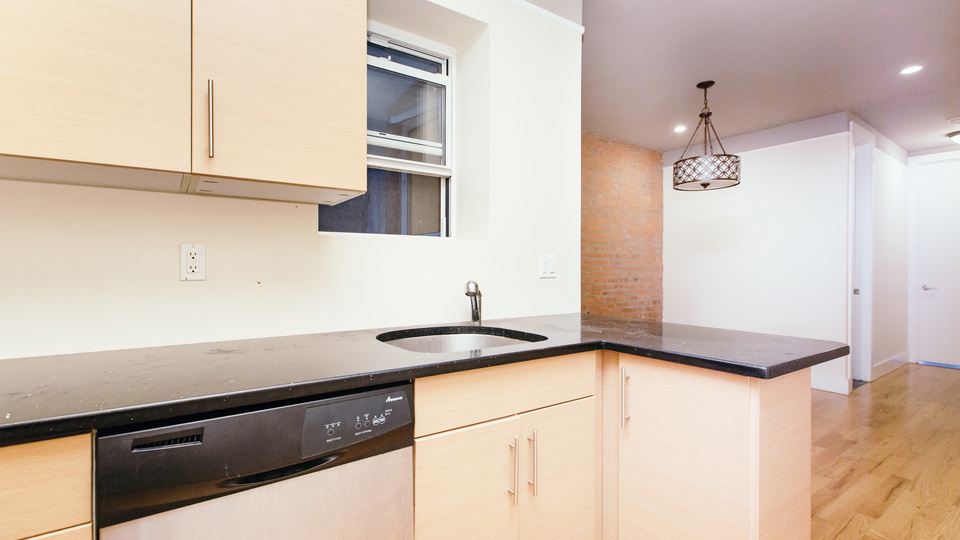 A $4,000.00, 4 bed / 1.5 bathroom apartment in Williamsburg
