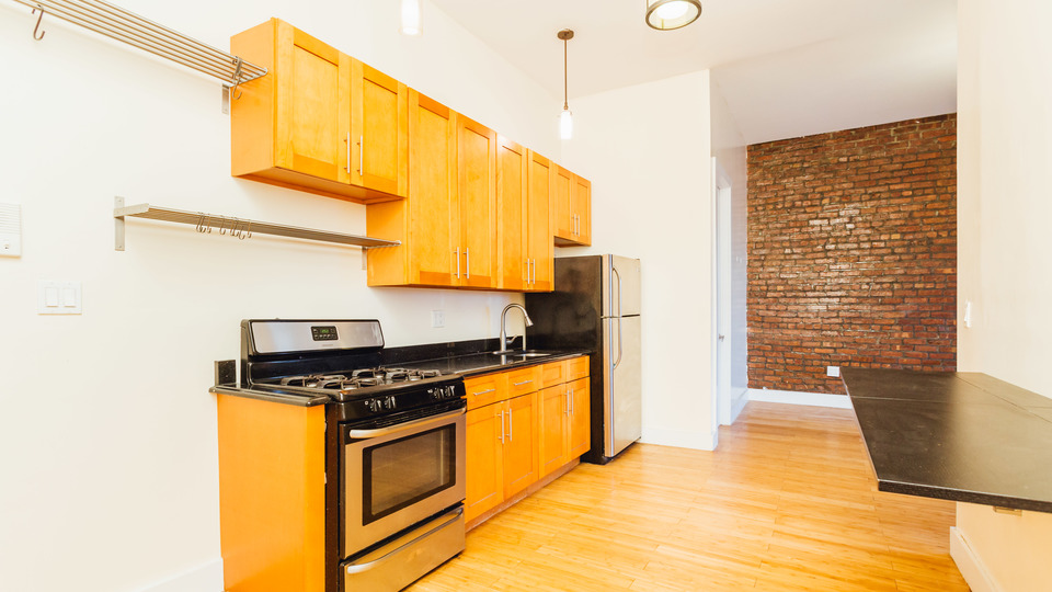 A $3,300.00, 4 bed / 1 bathroom apartment in Crown Heights