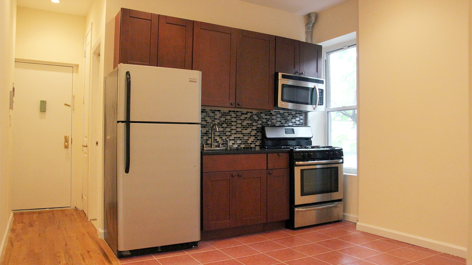 A $2,150.00, 2 bed / 1 bathroom apartment in PLG: Prospect Lefferts Gardens