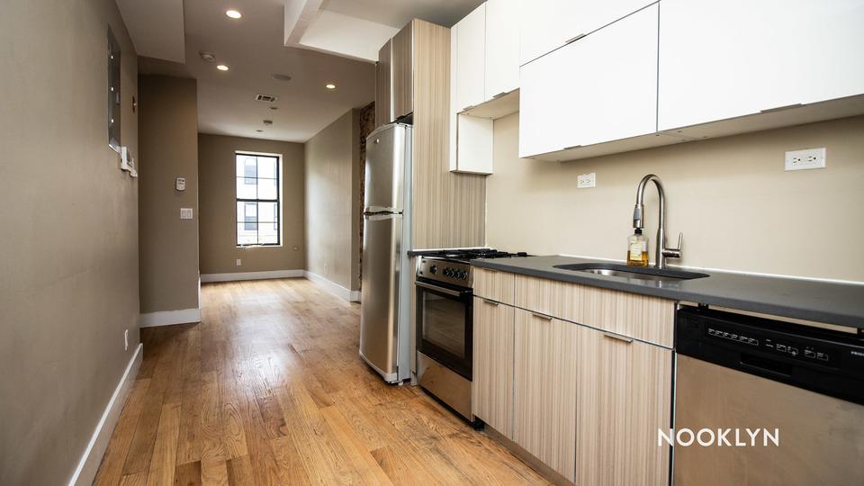 A $2,700.00, 4 bed / 1.5 bathroom apartment in Bushwick