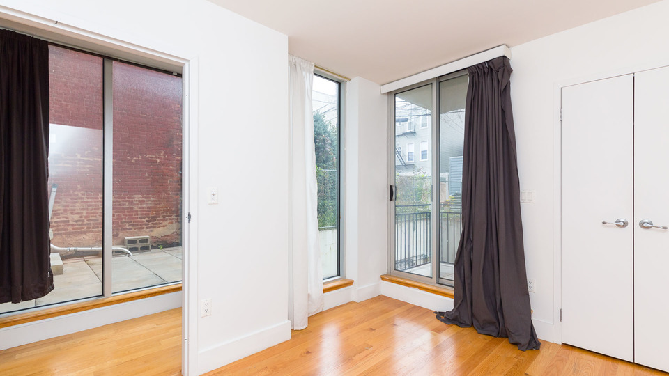 A $4,180.00, 3 bed / 2 bathroom apartment in Greenpoint