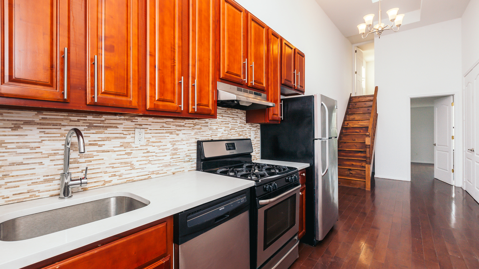 A $2,567.00, 3 bed / 1 bathroom apartment in Bushwick