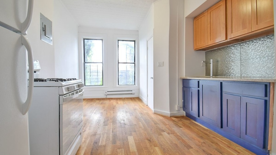 A $1,800.00, 1.5 bed / 1 bathroom apartment in PLG: Prospect Lefferts Gardens