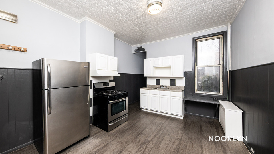 A $1,800.00, 1.5 bed / 1 bathroom apartment in Ridgewood