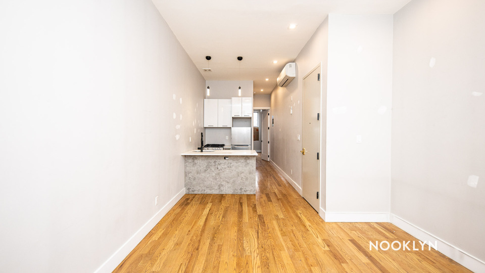 A $2,695.00, 3 bed / 1 bathroom apartment in Williamsburg