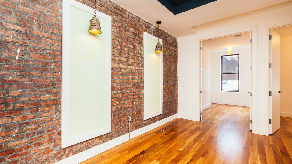 A $2,450.00, 3 bed / 2 bathroom apartment in Ridgewood