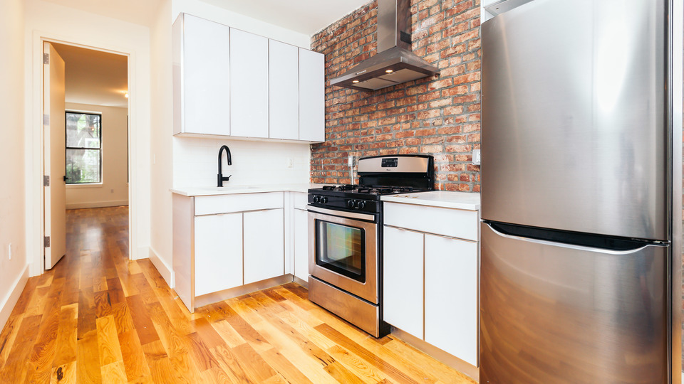 A $2,600.00, 3 bed / 1.5 bathroom apartment in Ridgewood