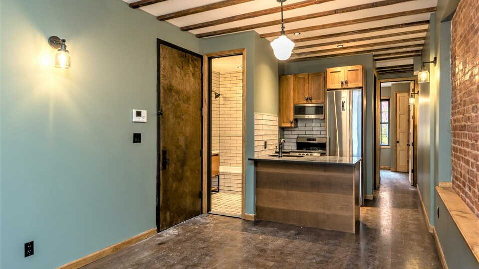 A $3,800.00, 4 bed / 1.5 bathroom apartment in Williamsburg