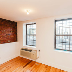 A $2,900.00, 3 bed / 1 bathroom apartment in Bed-Stuy