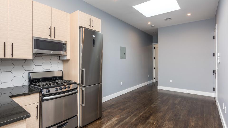 A $2,494.00, 3 bed / 1.5 bathroom apartment in Maspeth