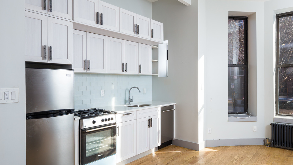A $3,400.00, 3 bed / 1.5 bathroom apartment in Bed-Stuy