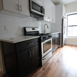 A $2,475.00, 3 bed / 1 bathroom apartment in Stuyvesant Heights