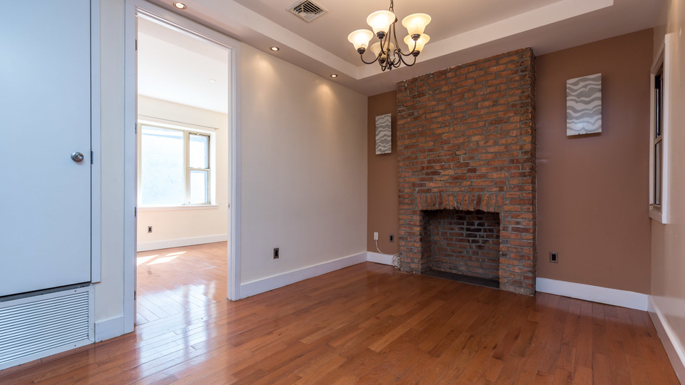A $3,700.00, 3 bed / 1.5 bathroom apartment in Williamsburg