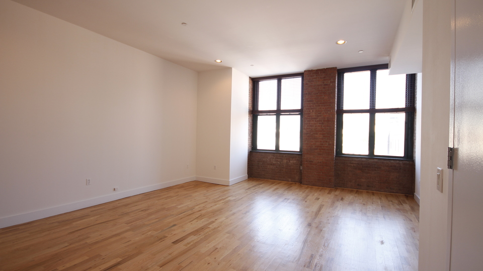 A $2,630.00, 0 bed / 1 bathroom apartment in Williamsburg