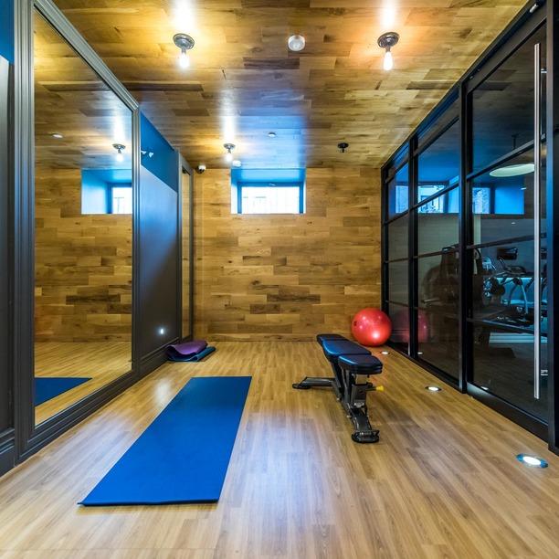 014 018 185 leonard street yoga 1