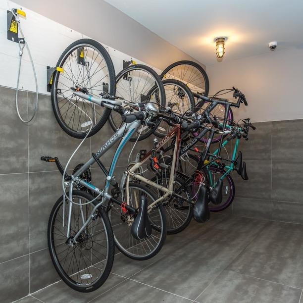 013 020 185 leonard street bike room 1