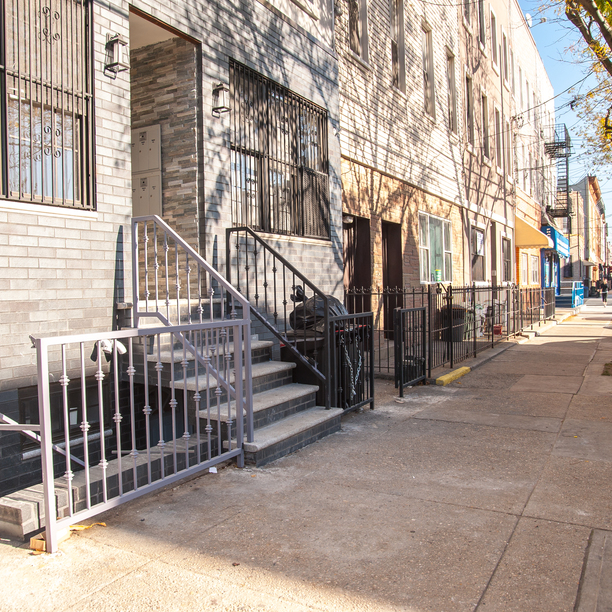 381 onderdonk avenue exterior 3