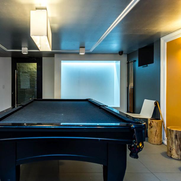 007 039 1635 putnam avenue game room 4
