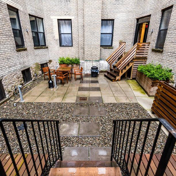 009 025 1635 putnam avenue courtyard 7