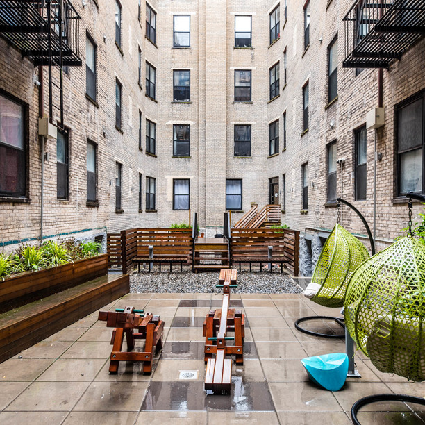 014 036 1635 putnam avenue courtyard 10