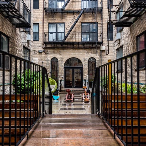 020 000 1635 putnam avenue courtyard 5