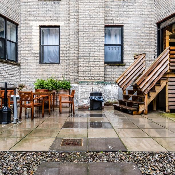 026 021 1635 putnam avenue courtyard 4
