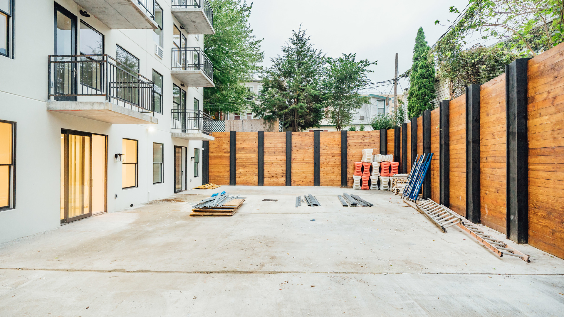011 004 987 willoughby ave 22