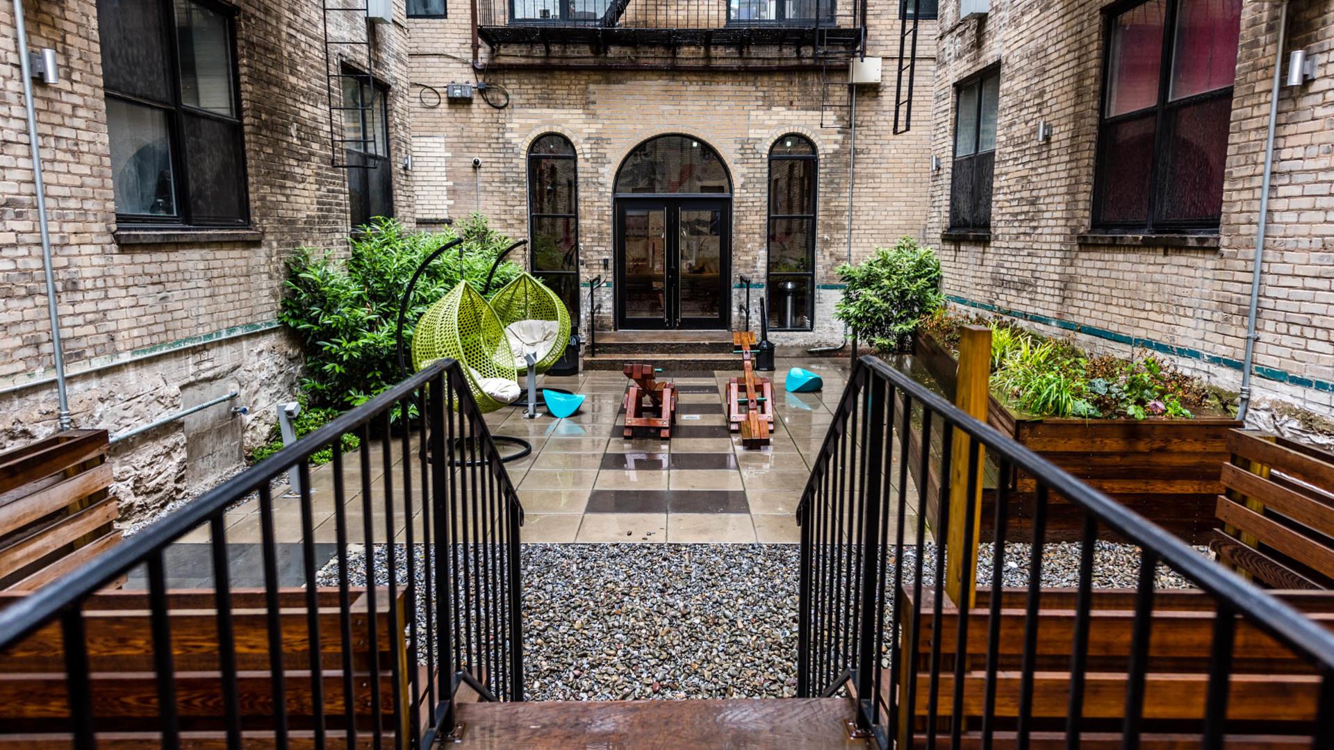 017 1635 putnam avenue courtyard 6