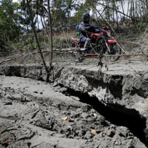 Philippine volcano's quakes, cracks send more people fleeing