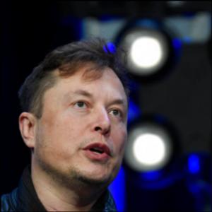 Tesla shareholder suit over Elon Musk tweets remains on hold