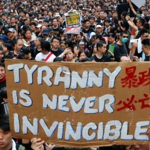 Hong Kong's leader apologizes as crowds demand her resignation