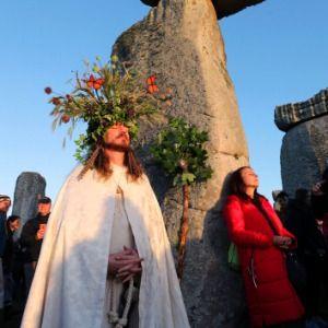 Summer solstice: 10,000 watch sunrise at Stonehenge