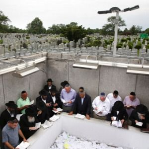 In Queens, revered Jewish leader's burial site draws crowds