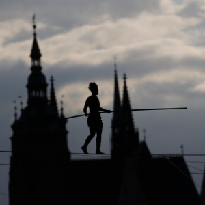 Tightrope walker's dance over river launches Prague festival